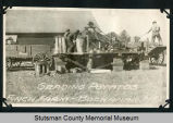 Grading potatoes, Finch Farm, Buchanan, N.D.