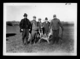 Henry Newton, John L. Larson, J.L. Maitland, Lewis F. Lyman, Charles Noltmeier with coyote