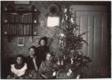 Metelmann children by Christmas tree